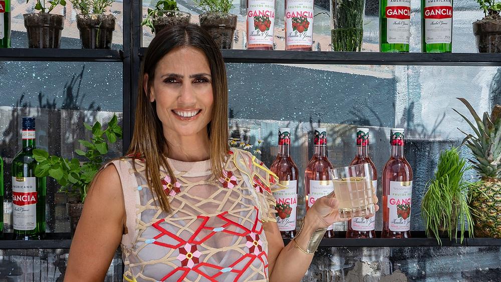 bartender Mona Gallosi