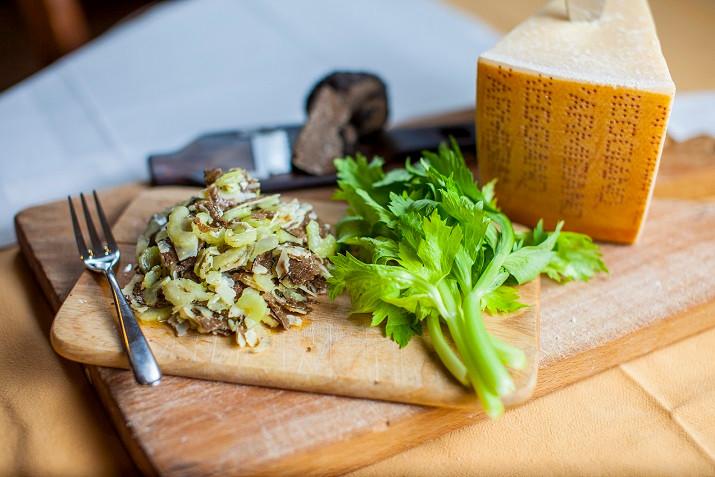 Ensalada de apio, Parmigiano Reggiano y trufa negra