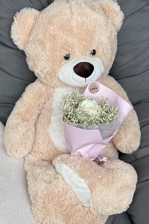 Bär mit Blumen