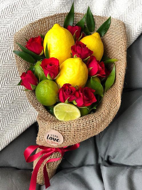 Zitronen mit Rosen