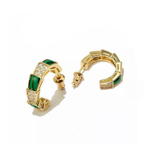 Boucles d'oreilles Apophis, pierres de naissance verte et métal doré à l'or fin