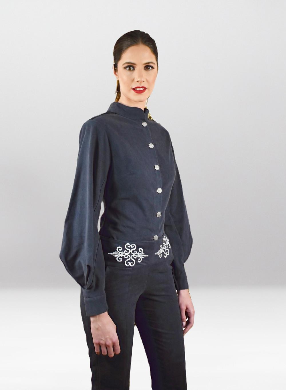 Chemise Thémis et le pantalon Hera crées par HIND Chemise Thémis et le pantalon Hera crées par HIND KROUSSA