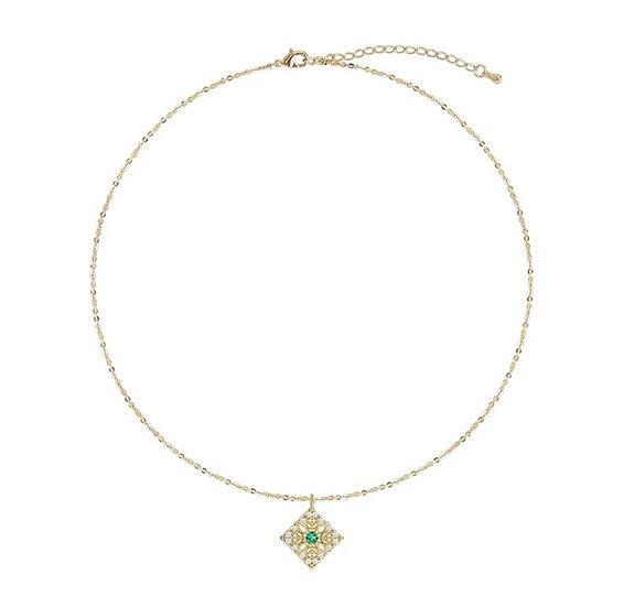 Collier Horus, chokes, pierre verte émeraude et métal doré à l'or fin