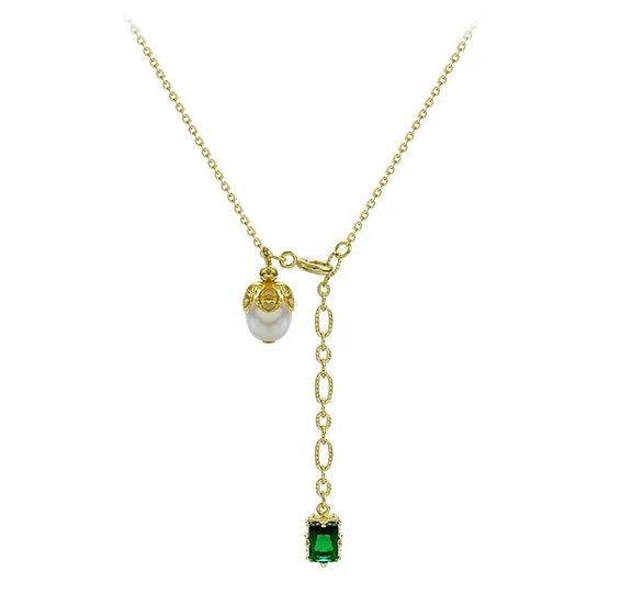 Collier Isis perle de culture, pierre verte émeraude et métal doré à l'or fin