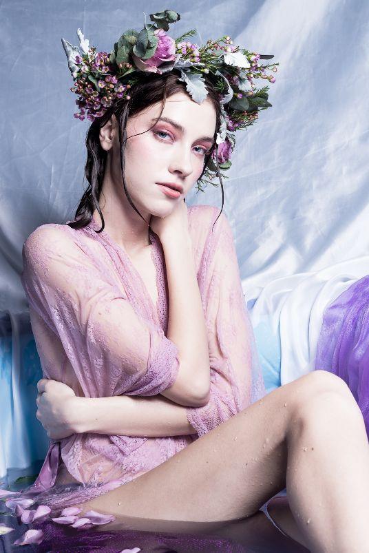 Floral Purple Glossy eye makeup look in bath tube