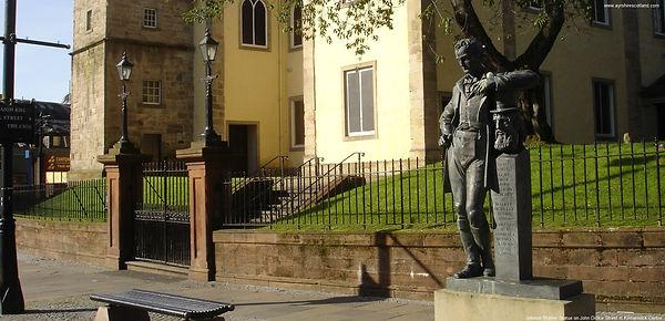 Johnnie-Walker-Statue-Kilmarnock.JPG
