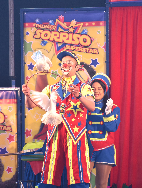 Pombas_circo_palhaço