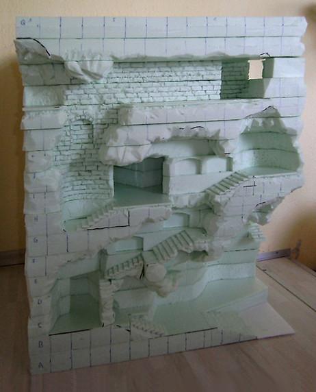 Erstes Einritzen der Mauerwerk-Struktur n den oberen Gängen.