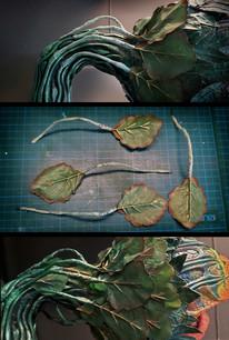 Verlängern der Blatt-Stiele mit Draht und Papiermachée, Aufsetzen des Blätterkranzes am Hinterkopf