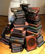 Verleimung zu einem Bücherstapel entsprechend der Originalillustration