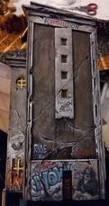 ... und verfallener Graffiti-Optik der rauen Wände, die im Schatten liegen