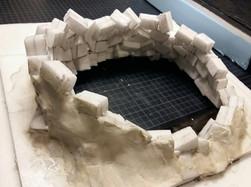 Rückansicht: Zur Stabilisierung wird die so entstandene Kreisform zusätzlich von außen mit Modelliermasse ummantelt
