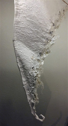 Bordering of the wing edges with fabric fibres, then  plastering again