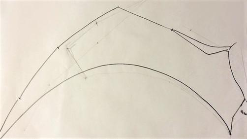 Schablone für die Flügelform auf Papier