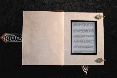 008 - E Reader Hülle (c) Kassiopeya 2013