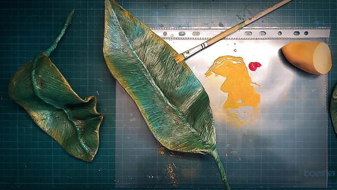 Bau letzter großer Blätter aus Papiermachée