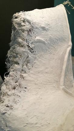 Säumen der Flügelkanten mit Stofffasern und anschließendes Eingipsen