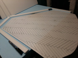 Cutting a precisely fitting floor plate from 3mm thick styrodur; drafting and engraving a parquet pattern