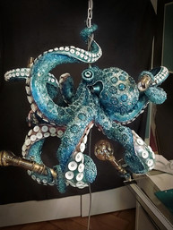 Intermediate result: color primed Octopus with completely fixed suction cups and lamp sockets