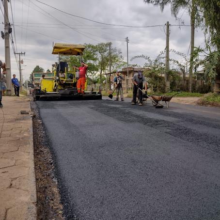 Prefeitura de Balneário Gaivota asfalta mais 1 km na Linha do Campo Sul