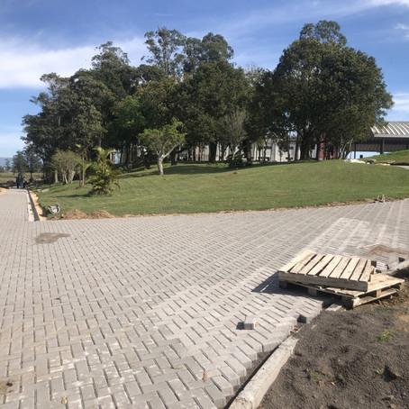 Parque de eventos de Santa Rosa do Sul recebe acessos e calçadas em paver