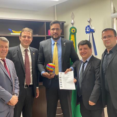 Em Brasília, Fanica e João Luiz entregam projetos do Samae ao presidente da FUNASA!