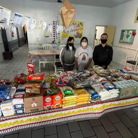 Gean Albino arrecada 300 quilos de alimentos em seu aniversário para o Lar do Idoso