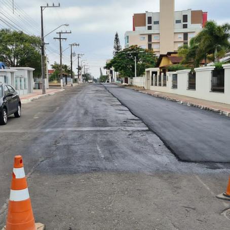 Sombrio: Rua João José Guimarães recebe nova camada asfáltica