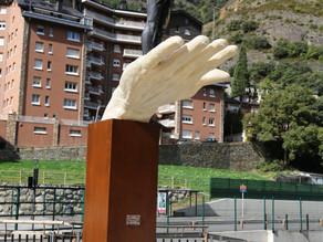 Àngel Calvente homenatja les víctimes de la Covid amb una escultura