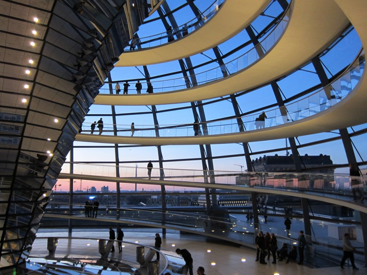 Interno-Cupola del-Reichstag-Berlino