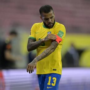 Após 8 horas de reunião, São Paulo e Daniel Alves rescindem contrato