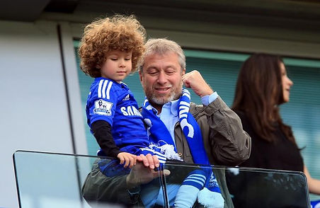 Roman Abramovich with his son Aaron.jpg