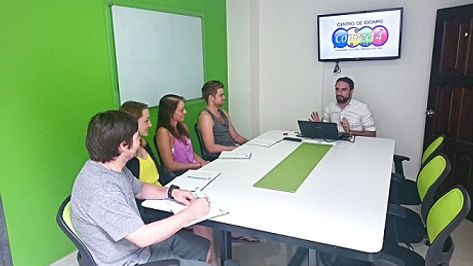 travelers learning spanish in colombia