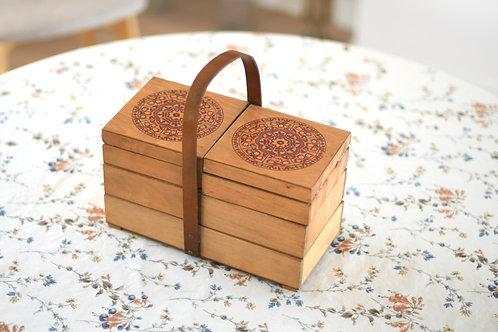 チューリップの切り絵模様のお裁縫箱