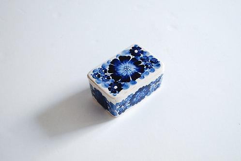 青い花の陶器ケース