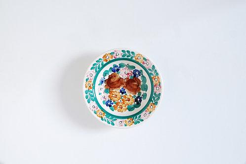 カラフルな花柄の小皿