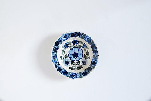 淡い青の小皿