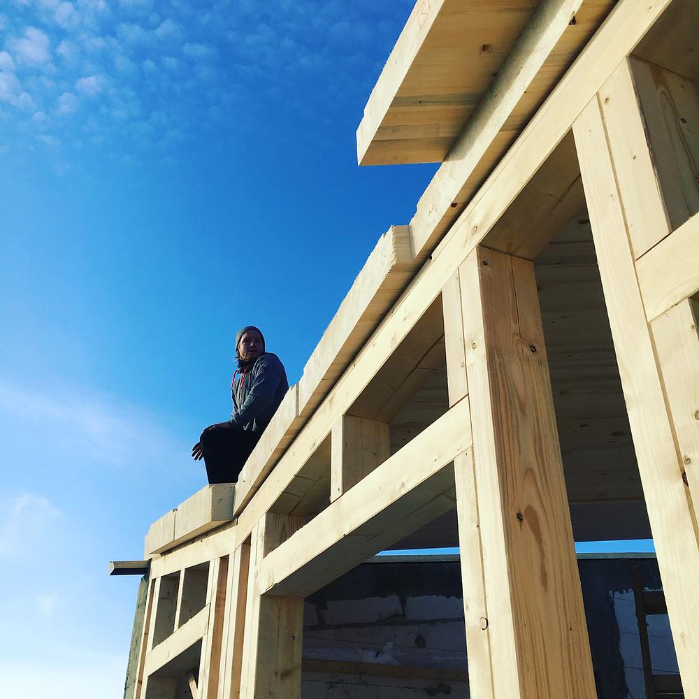 Zimmermann auf dem Dach