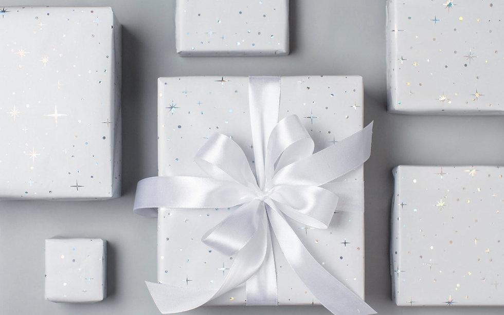 white-gifts-boxes-white-silk-bows-white-
