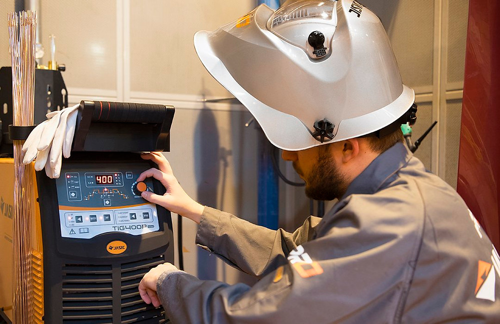 Jasic Product Specialist runs through the functions and controls