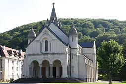 à cinq minutes, la basilique Saint Jeanne Antide.