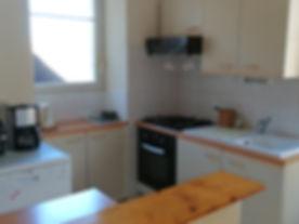 Die Küche mit hochwertigen Geräten.