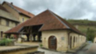 Belvoir, les halles médiévales marchés nocturnes les vendredi d'été.