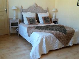 La chambre, lit de 160 de largeur et possibilité de faire 2 lits de 80.