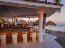 galeria-Bar-Hotel-Crown-Paradise-Club-Puerto-Vallarta-1438381325