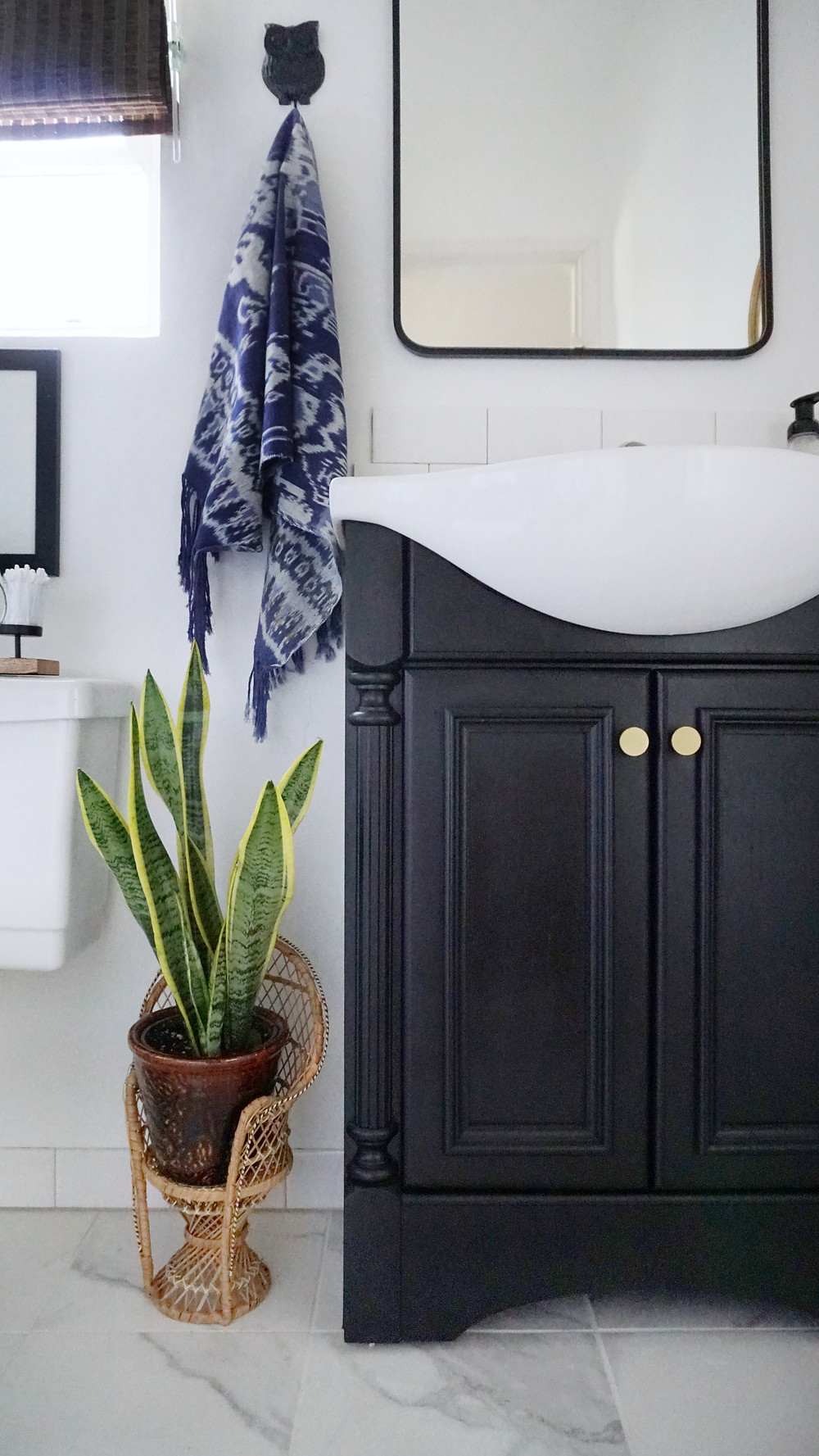 Stylish Rental Bathroom Makeover