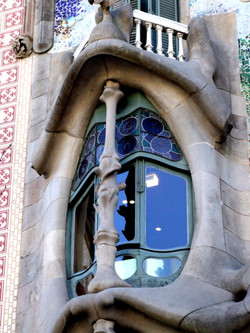 Gaudí architecture image 6