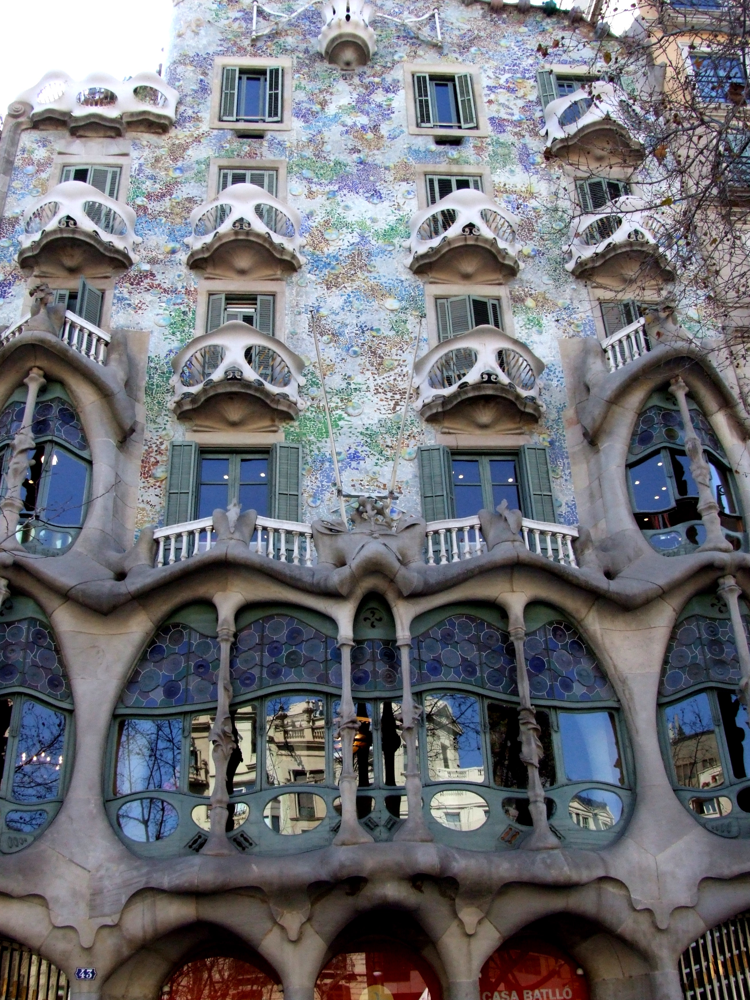 Gaudí architecture image 7