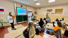 """Projekt """"Never všetkému čo je na webe,"""" učí žiakov a študentov overovať informácie"""