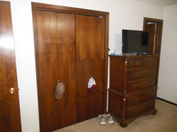 506 Ely Woodbine bedroom v